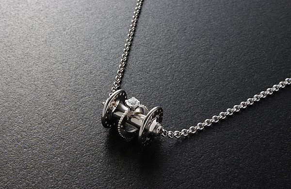 HUB NECKLACE