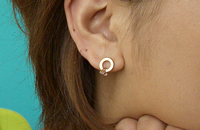 COG PIERCED EARRINGS P.G WITH C.Z 画像
